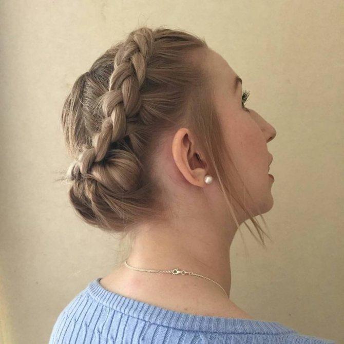 как собрать короткие волосы