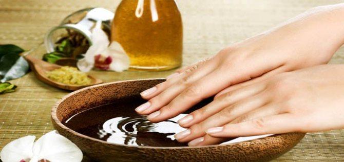 Как ухаживать за кожей рук и ногтями зимой? - фото №2