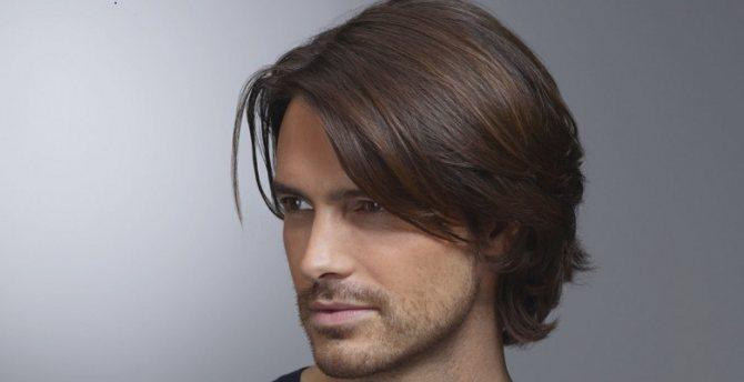 Как уложить длинные волосы мужчине?