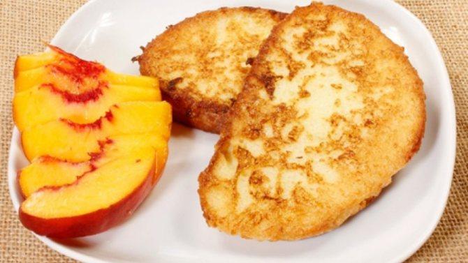 Как вкусно пожарить сладкий белый хлеб с молоком и яйцом с сахаром на сковороде: рецепт