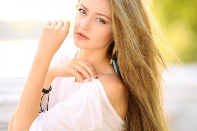 как выбрать серьги по типу волос