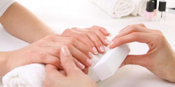 как закрепить лак на ногтях надолго в домашних условиях