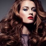 Как завивать волосы, чтобы кудри долго держались?