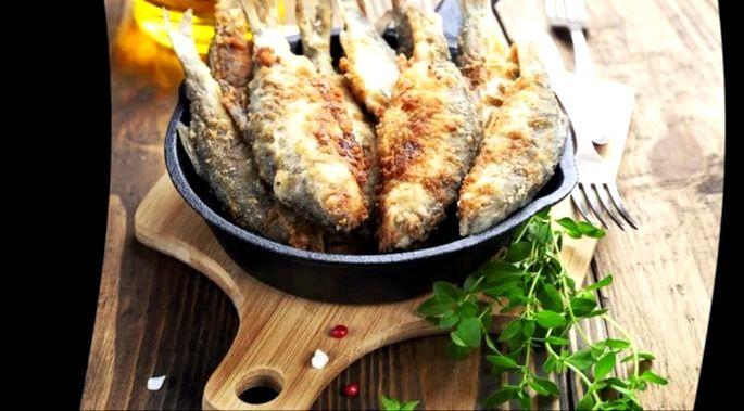 Как жарить рыбу на сковороде в муке Рыбное блюдо подают