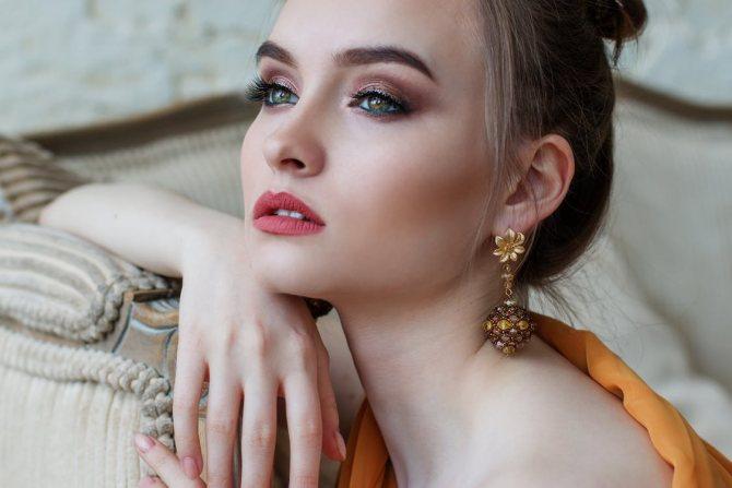 Какой макияж пойдет девушкам с серо-зелеными глазами?