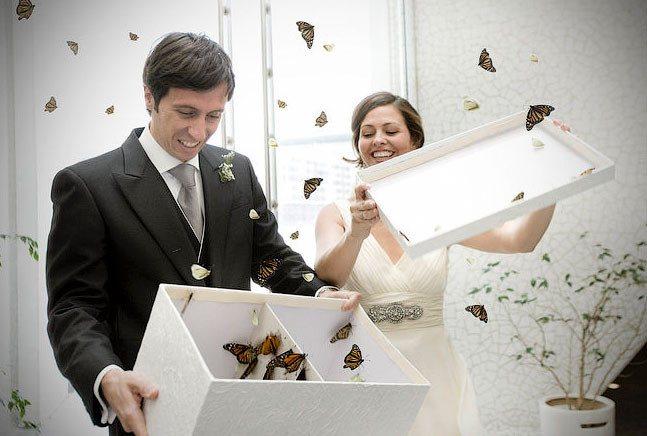 Какой подарок лучше всего выбрать на свадьбу молодоженам