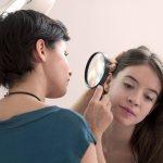 Какой врач поможет при выпадении волос? Фото 1
