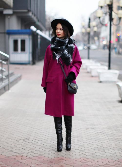 Какую шапку носить с фиолетовым пальто. В зависимости от стиля пальто…