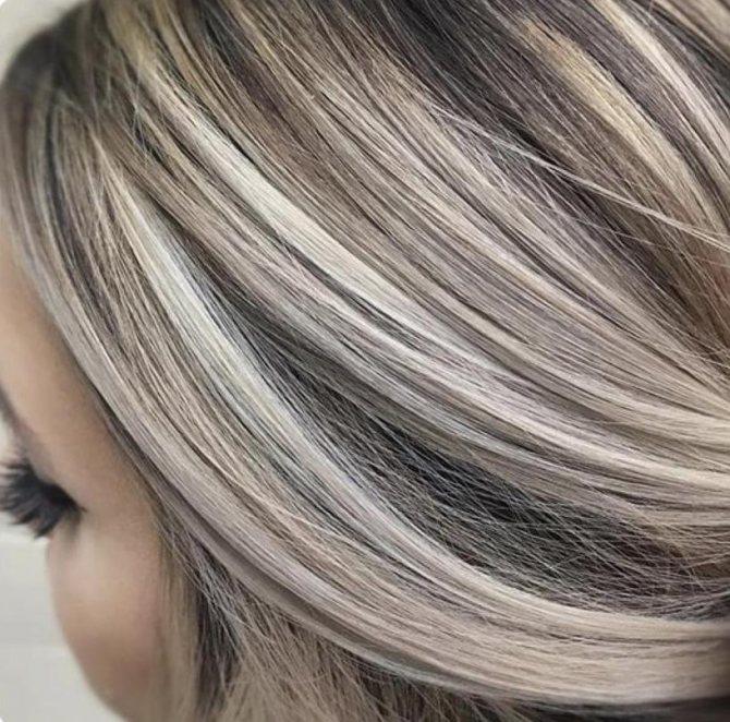 Калифорнийское мелирование на блонд с темными корнями