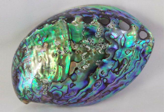 Камень перламутр