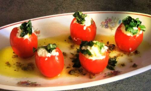 Канапе Капрезе с помидорами и моцареллой на праздничный стол