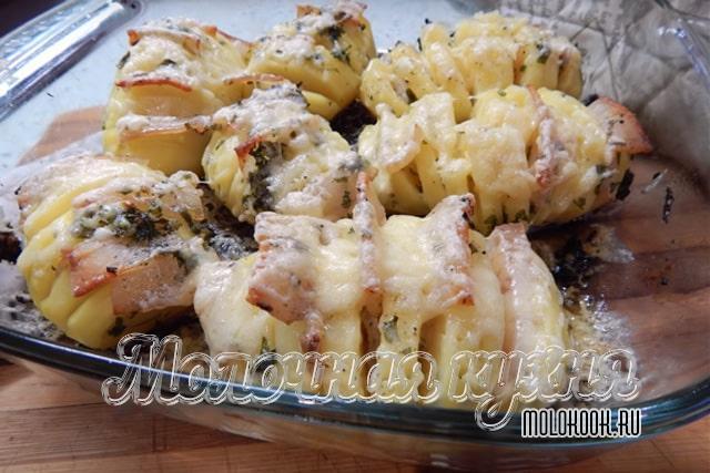 Картофель, жареный в духовке со свиным салом