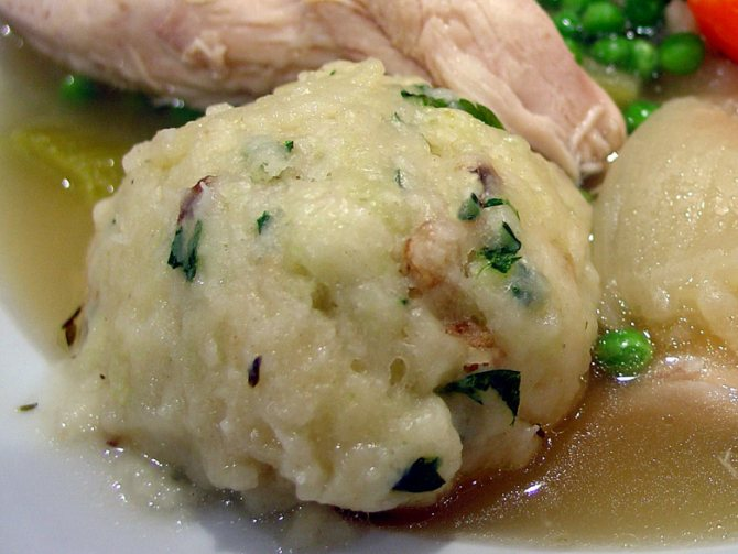 Картофельные клецки с грибами и луком
