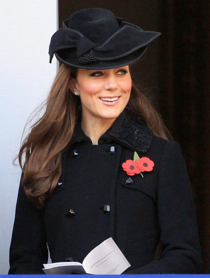 Кейт в черной шляпе
