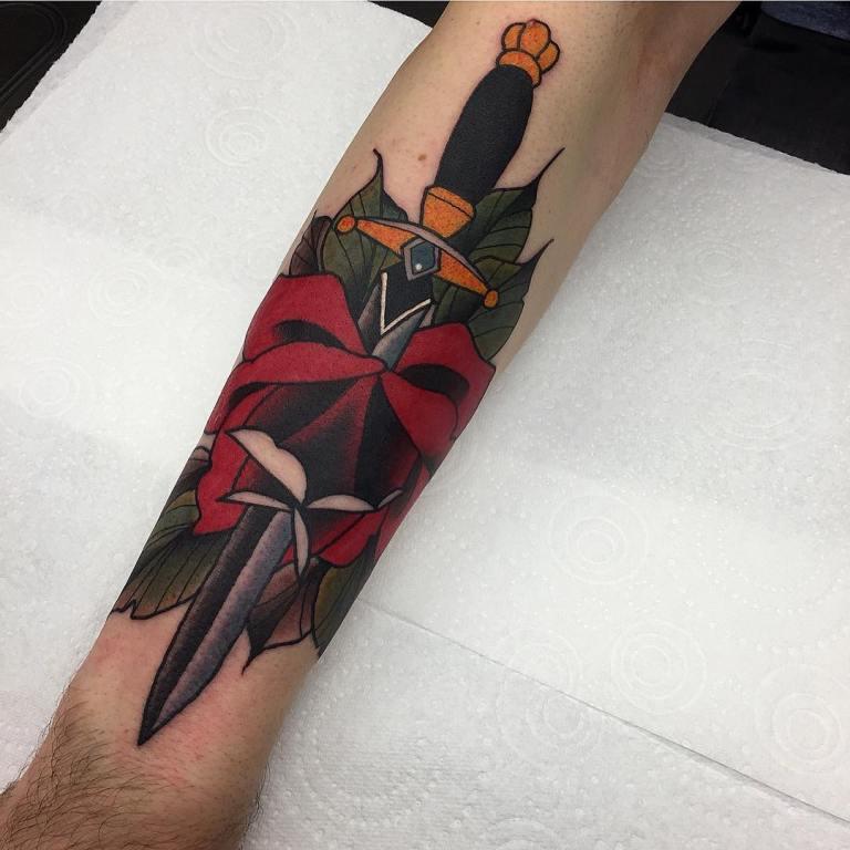 Кинжал с розой