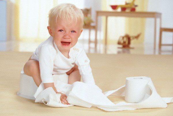 Когда приучать ребенка к горшку и как это делать после памперсов