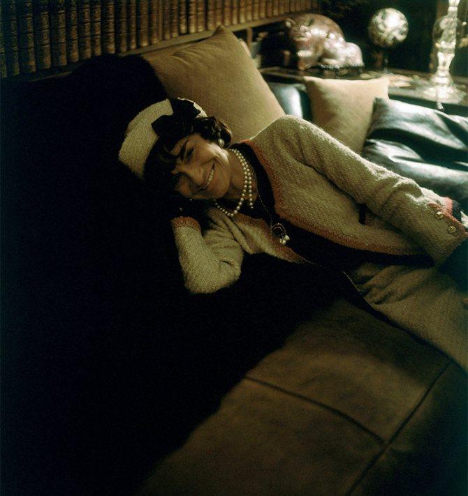 Коко Шанель в своем доме, 1960 год