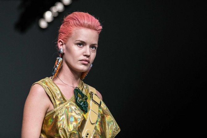 коралловые волосы собранная прическа цвет волос для зеленых глаз