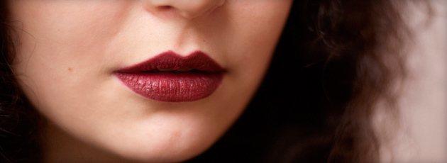 Коричневая помада: кому подойдет и как сочетать с макияжем