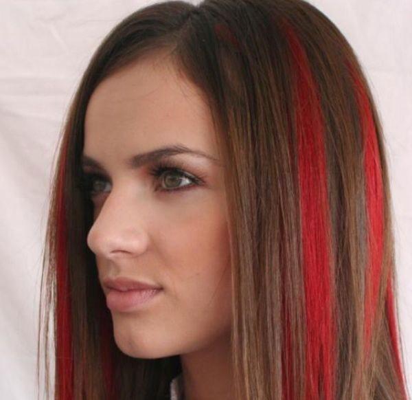 Коричневые волосы с красными прядями