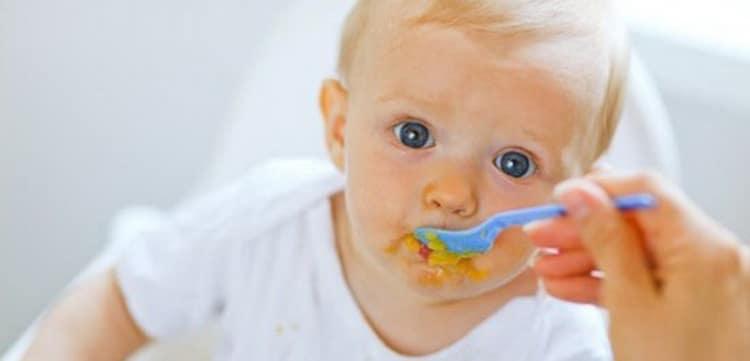 Кормить ребенка супом пюре из разных овощей можно тогда, когда введете все овощи отдельно.