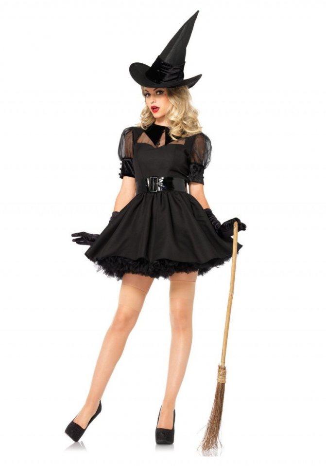 Короткое черное платье и шляпа на Хэллоуин