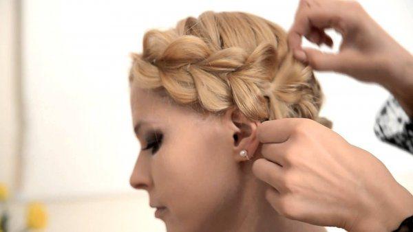 Коса из хвостиков с резинками вокруг головы