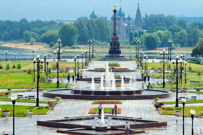 Красивые места в Ярославле, Иванове, Владимире, Суздале и других городах Золотого кольца России пользуются популярностью у молодоженов.