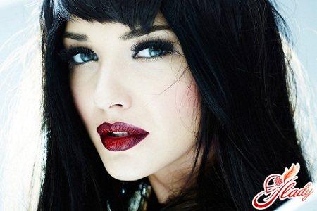 красивый макияж для голубых глаз брюнеток