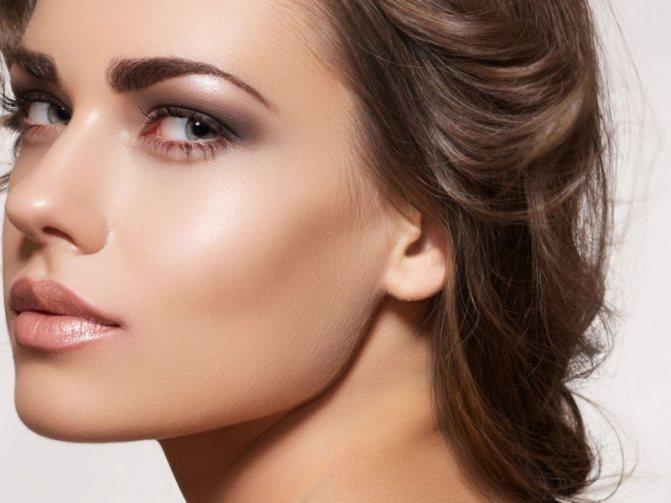 Красивый макияж для серо-голубых глаз и русых волос