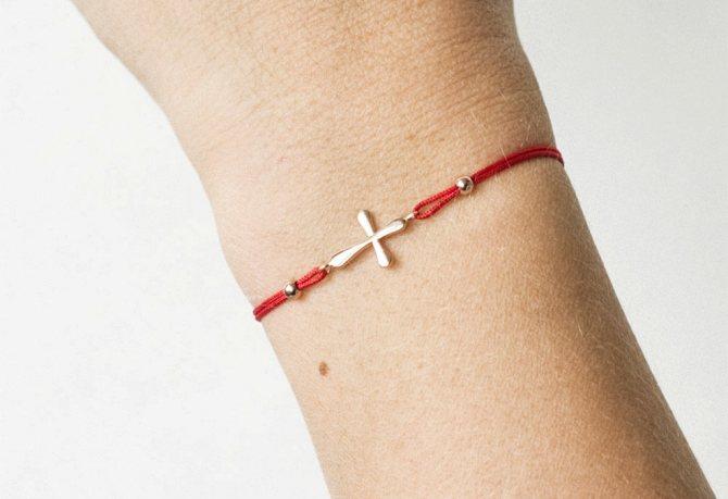 Красная нить с крестиком