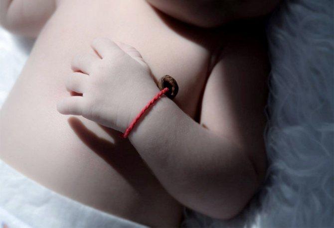 Красная нить у младенца