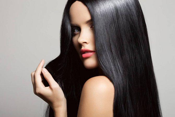 красный подтон кожи и черные волосы