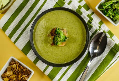 Крем-суп из брокколи с миндалем