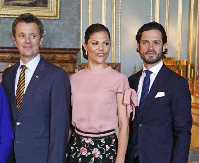 Кронпринц Фредерик, кронпринцесса Виктория, принц Карл Филипп.