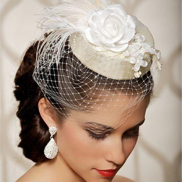 крошечная шляпка на голове невесты