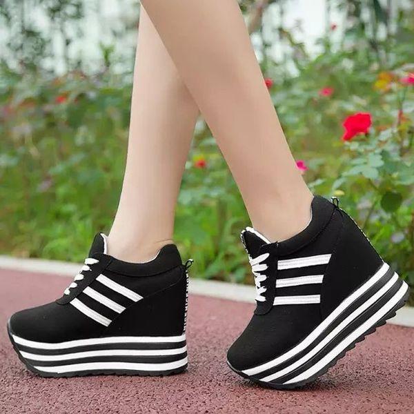 кроссовки на ровной платформе