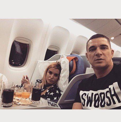 Ксения Бородина и Курбан Омаров в самолете перед вылетом из Москвы