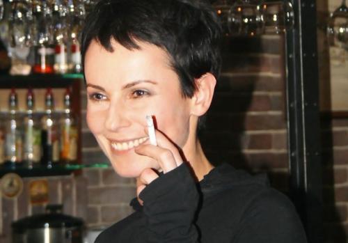Кто из российских звезд курит 2020. Российские актрисы, которые никак не могут бросить курить