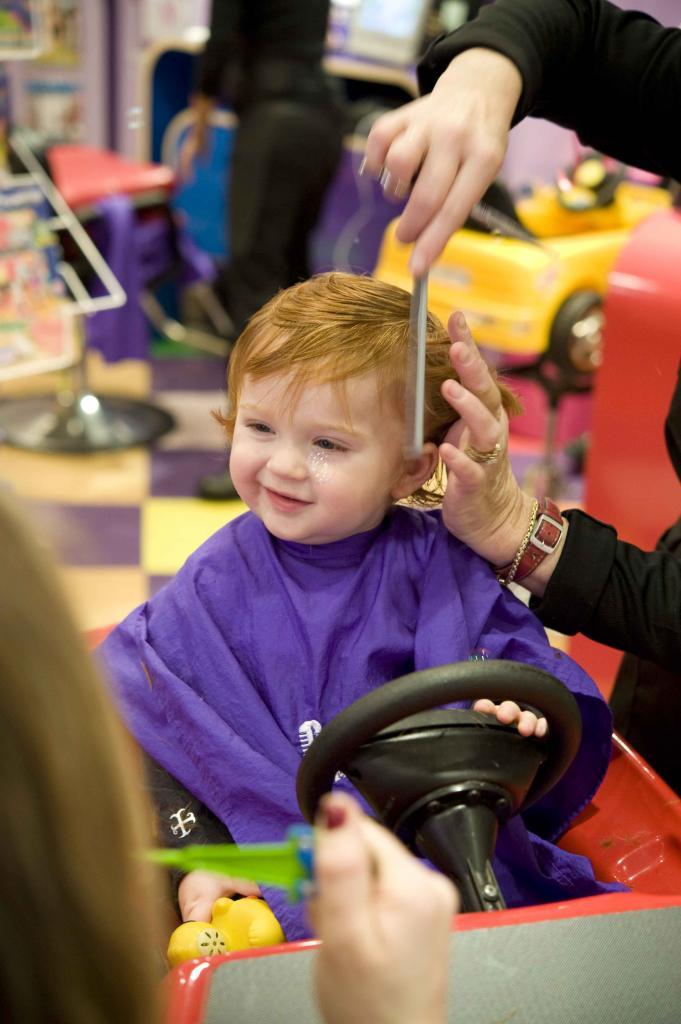 куда выбрасывать волосы после стрижки
