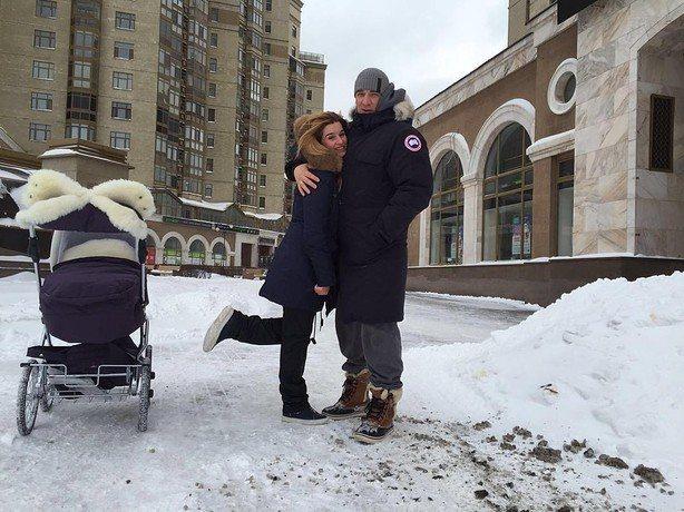 Курбан Омаров в своем недавнем интервью рассказал, что за их с Ксенией Бородиной дочерью ухаживают сразу 2 няни