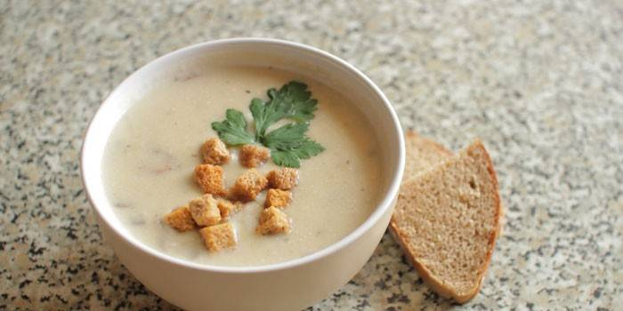 Куриный суп-пюре с грибами и сухариками