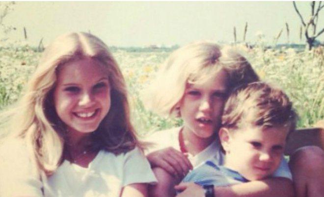 Лана Дель Рей с сестрой и братом