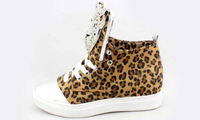 Леопардовые сникерсы