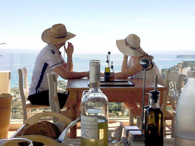 Летом пара отдыхала в Греции