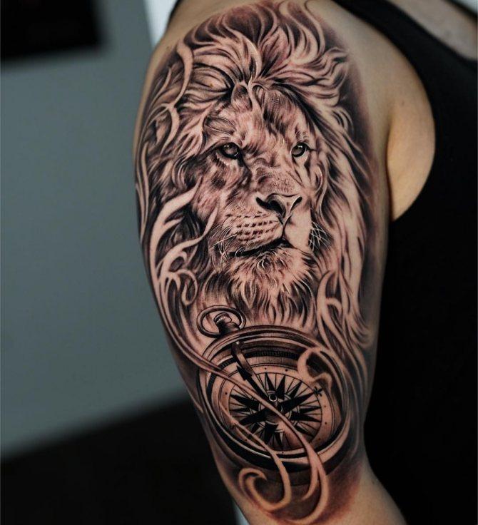 Лев с Большой Гривой и Компасом на Плече