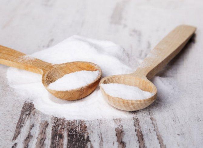 ложки с солью и содой