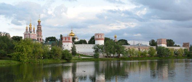 Лучшие места для романтических свиданий в Москве. Парк в Новодевичьем монастыре