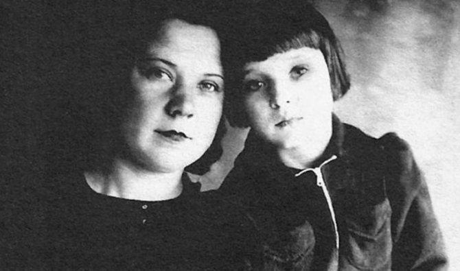Людмила Гурченко с мамой