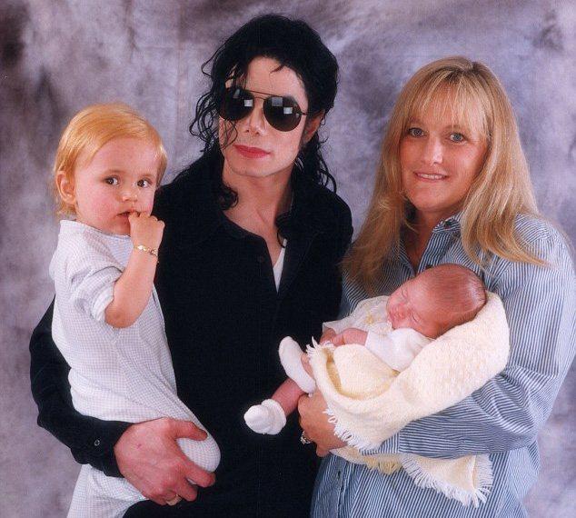 Майкл Джексон и Дебби Роу с детьми